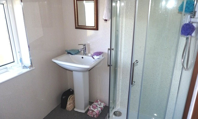 8 Garyvard - Bathroom