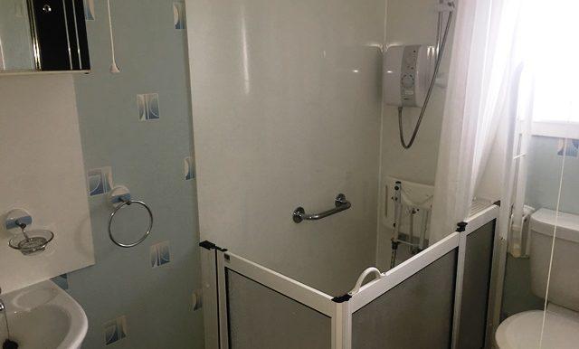 1 Graham Park - shower room